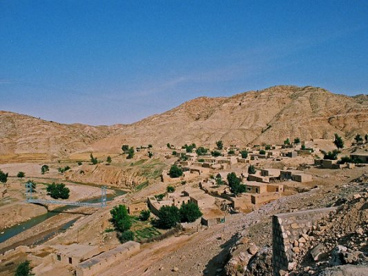 <br /> On the way to the fort called 'Shiyagh'  in the Dehloran region, we pass by a village called 'Zarab'. This village, built in an overlapping style of many levels, recalls similar villages of Kurdistan like 'Oraman Takht'.